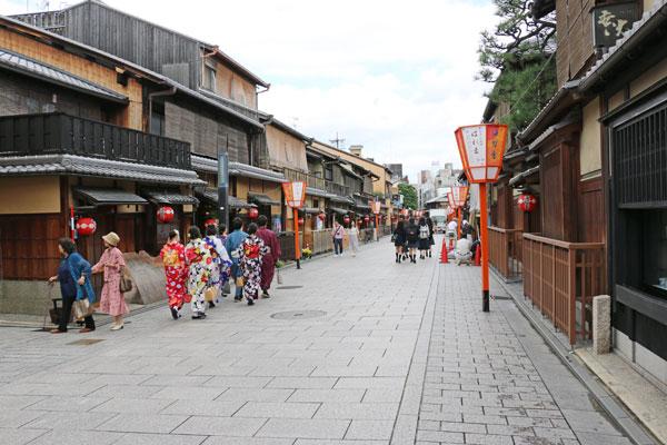Hanami-Koji Dori