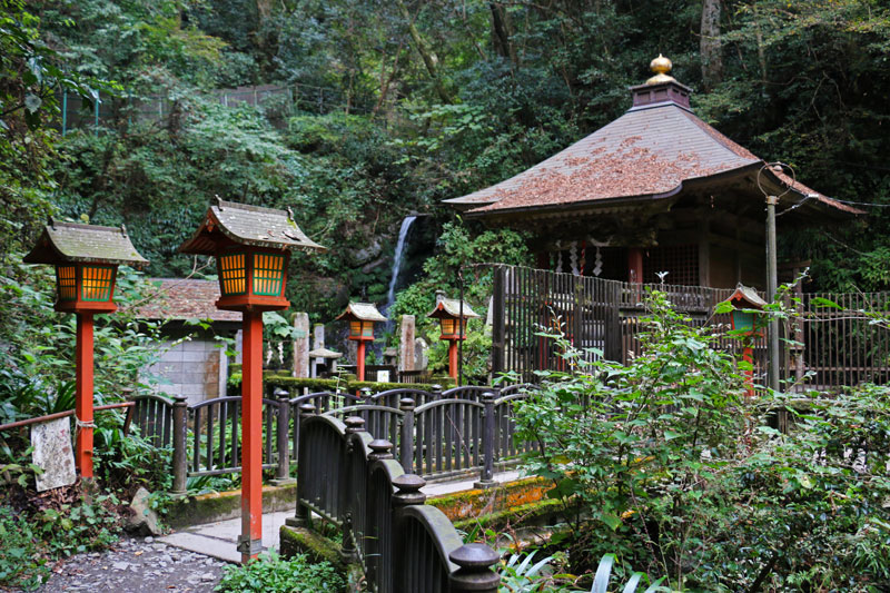 Biwa Waterfall & Shrine